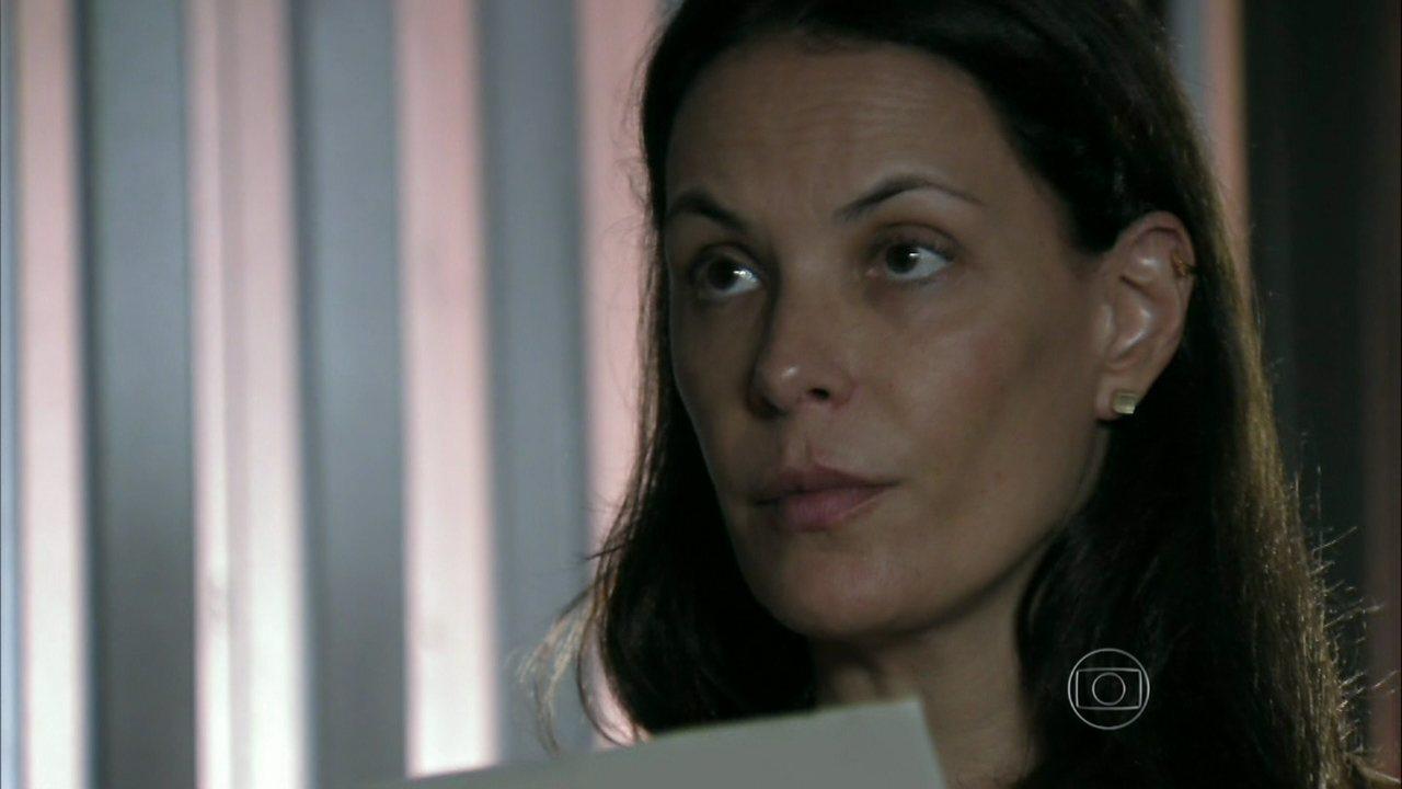 Além do Horizonte - capítulo de terça-feira, dia 08/04/2014, na íntegra - Angelique encontra o bilhete de Lili e Tereza o lê