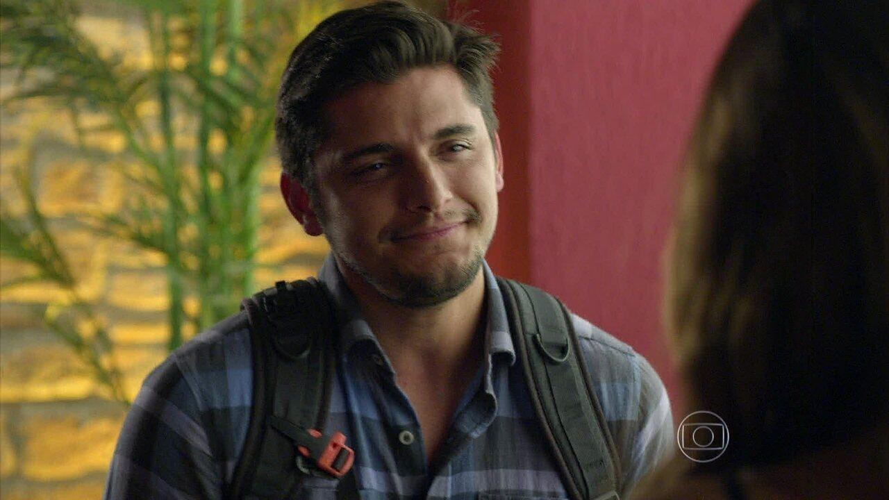 Em Família - Capítulo de segunda-feira, dia 26/05/2014, na íntegra - André se declara para Luiza, mas é interrompido por Laerte