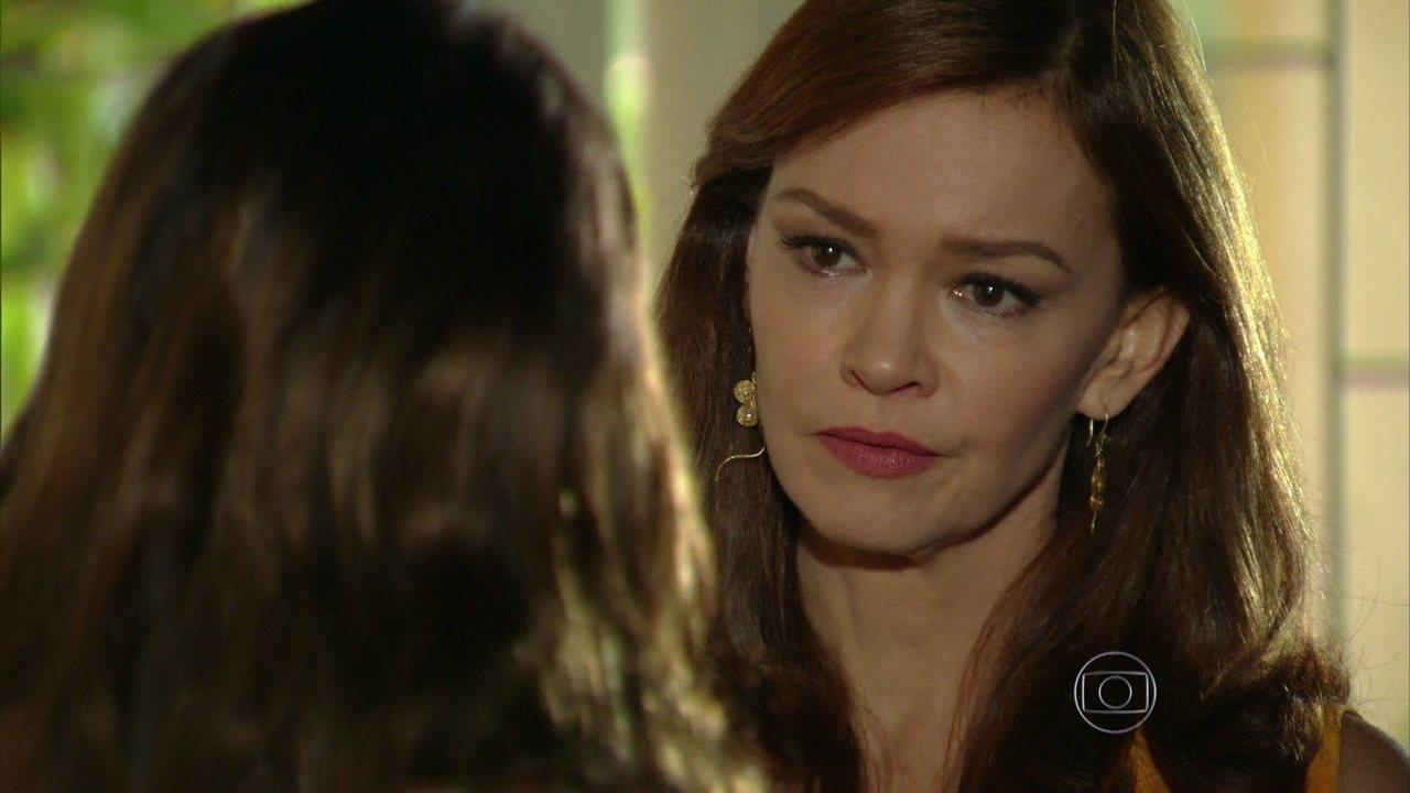 Em Família - capítulo de sexta-feira, dia 06/06/2014, na íntegra - Helena ameaça dar uma surra em Luiza