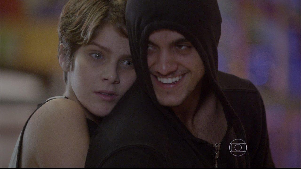 Malhação - capítulo de segunda-feira, dia 21/07/2014, na íntegra - Karina se declara para Cobra pensando ser Duca
