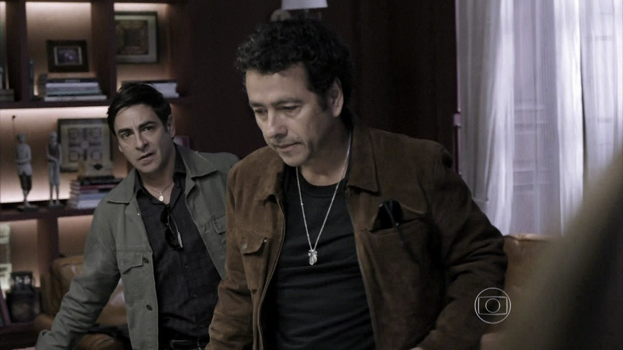 Capítulo de 05/08/2014 - Alfredo encontra uma possível pista da morte de Bruno