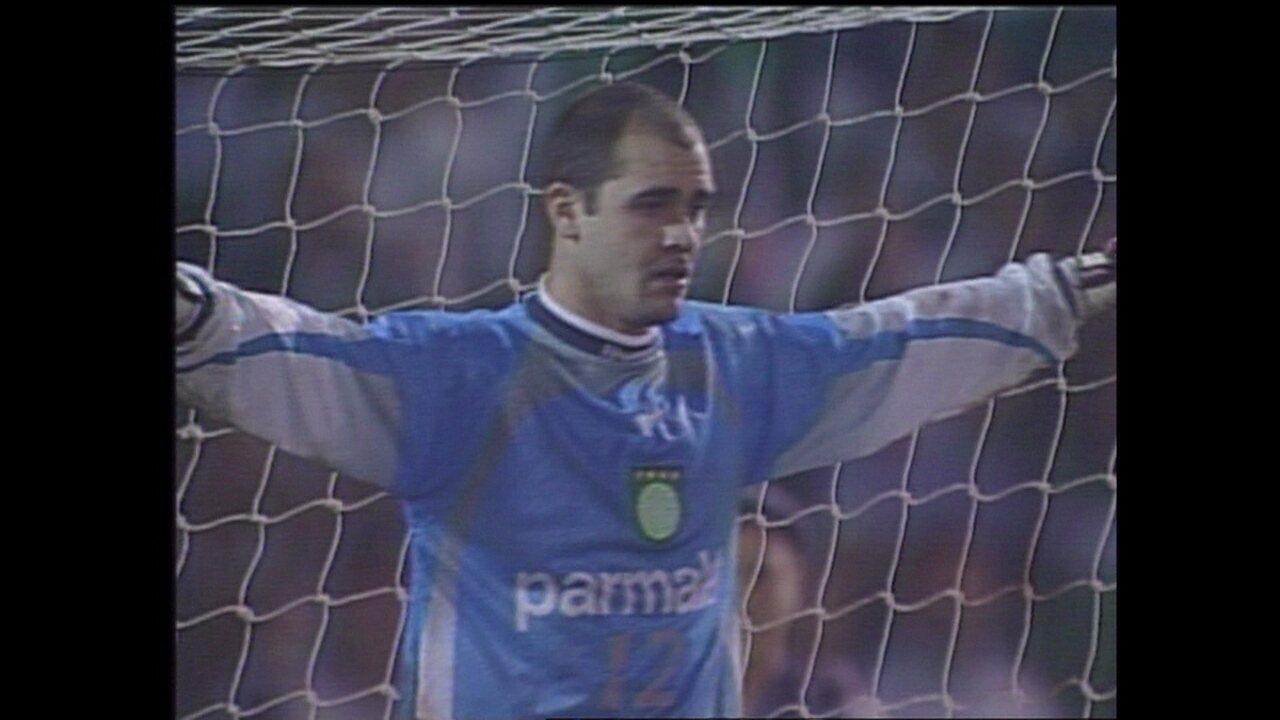 Em 1999, Palmeiras vence Deportivo Cali nos pênaltis. Cobrança de Dudamel a 1min40s