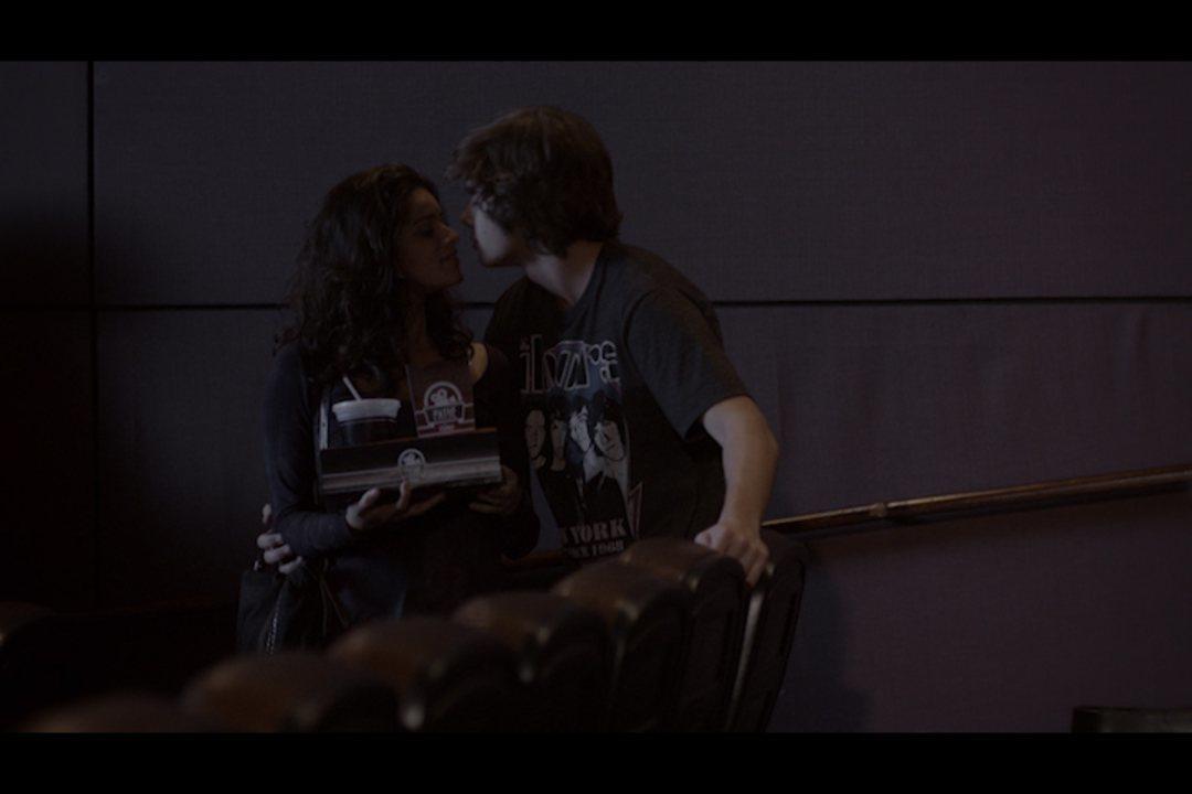 Malhação - capítulo de quinta-feira, dia 21/08/2014, na íntegra - Karina beija Zé para provocar Pedro