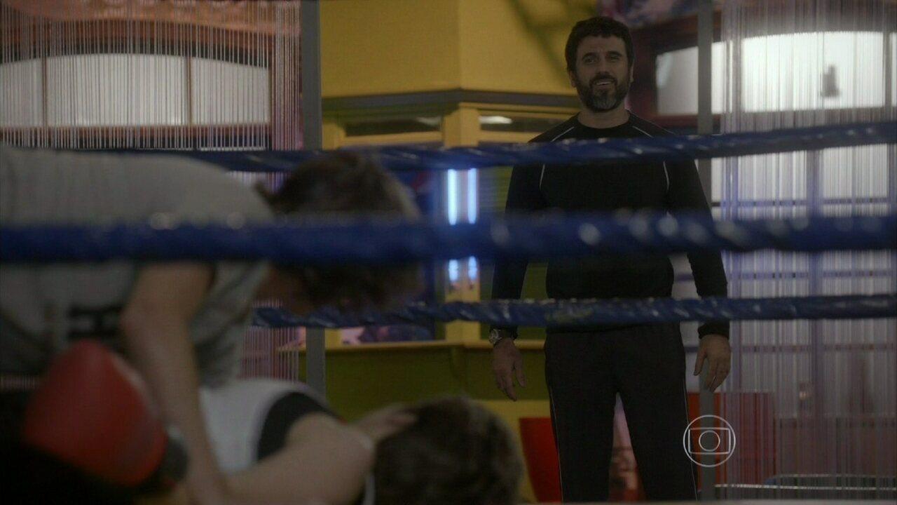 Malhação - capítulo de quarta-feira, dia 22/10/2014, na íntegra - Gael flagra Pedro e Karina na academia