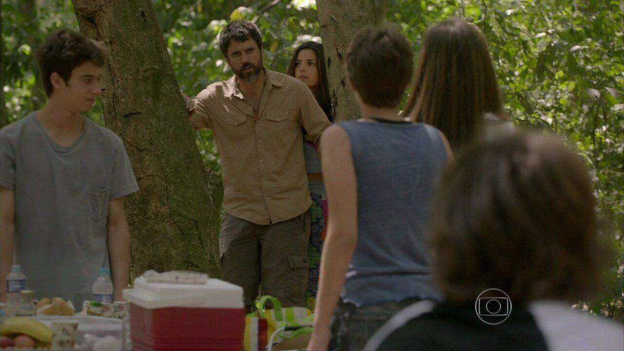 Malhação - capítulo de sexta-feira, dia 24/10/2014, na íntegra - Gael flagra Pedro e Karina juntos no piquenique