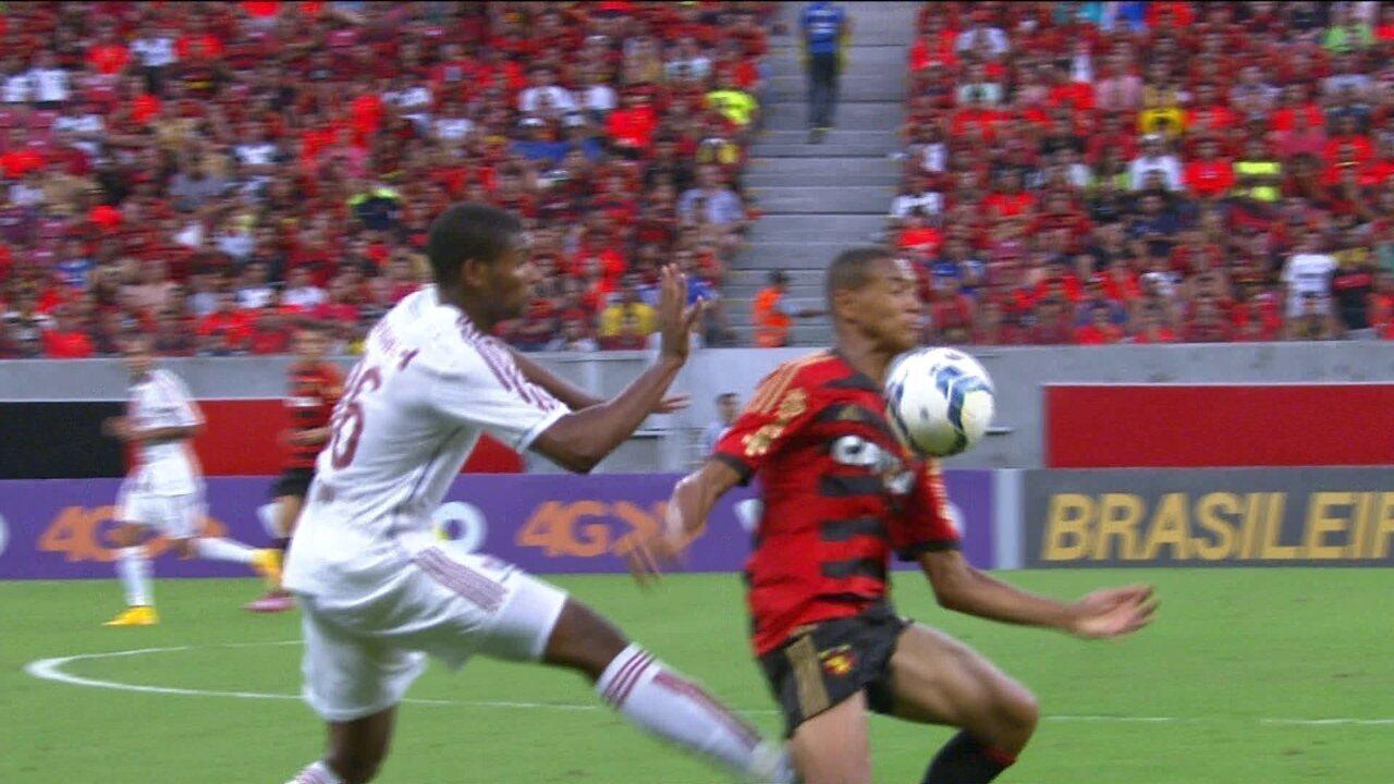 Sport 2 x 2 Fluminense pela 36ª rodada do Brasileirão 2014 - Leão fica à frente do placar até o fim, mas Fred garante o empate para os cariocas.