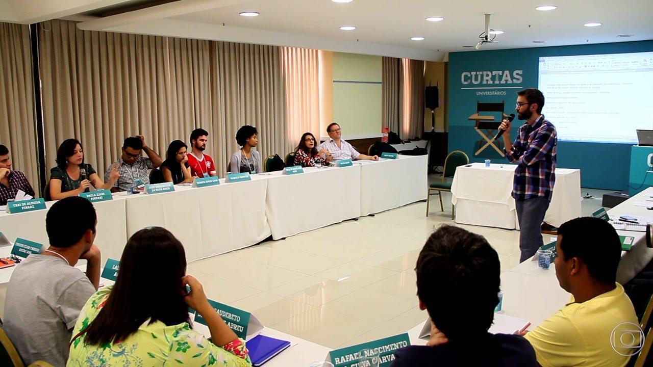 Jovens participam do workshop Curtas Universitários