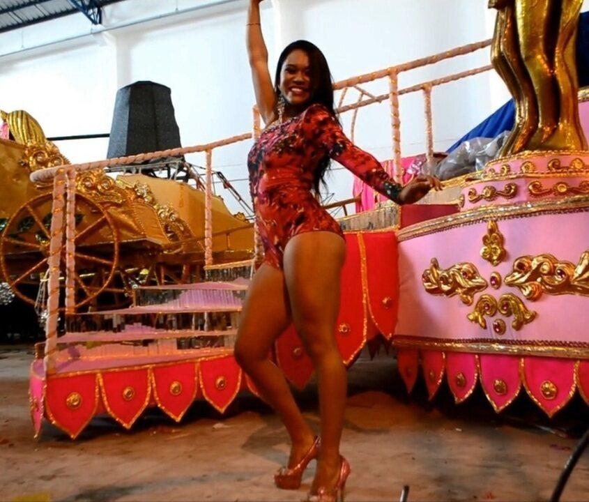 G1 já mostrou o samba no pé de Neyelle Vales, quando foi rainha de bateria da Maracatu da Favela, em 2015