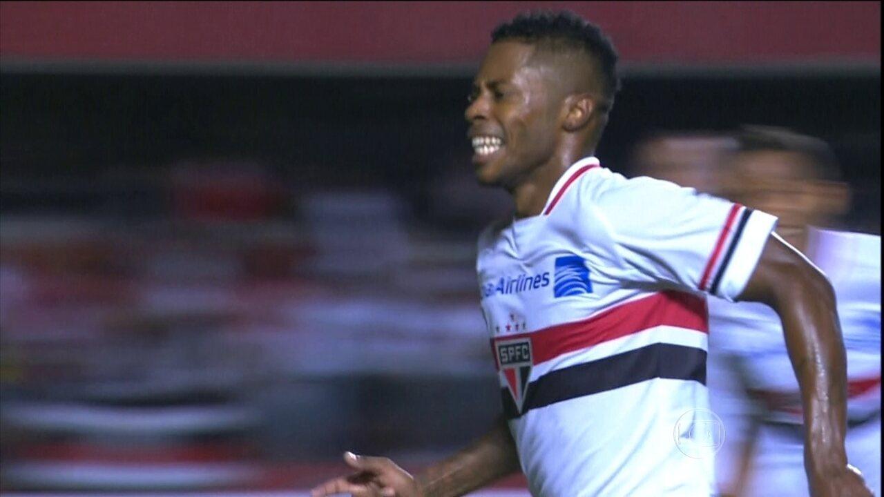 São Paulo vence o Corinthians e está nas oitavas das Libertadores