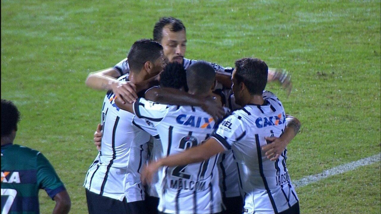 Gol do Corinthians! Fábio Santos aproveita sobra e marca aos 27' do 1º Tempo