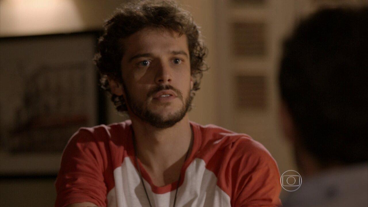 Sete Vidas - Capítulo de quinta-feira, dia 21/05/2015, na íntegra - Pedro fica alterado ao saber que Júlia viajará com Miguel