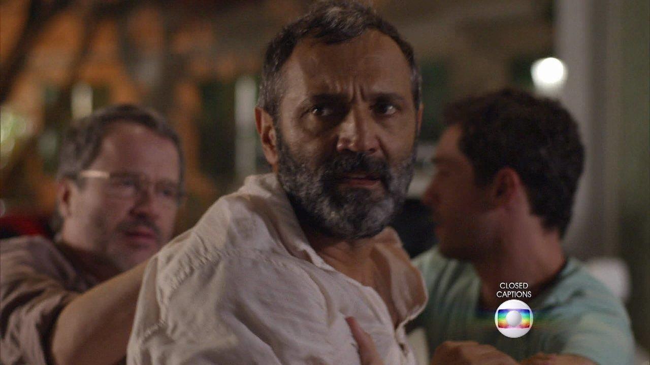 Sete Vidas - Capítulo de quarta-feira, dia 10/06/2015, na íntegra - Miguel se descontrola e agride Vicente