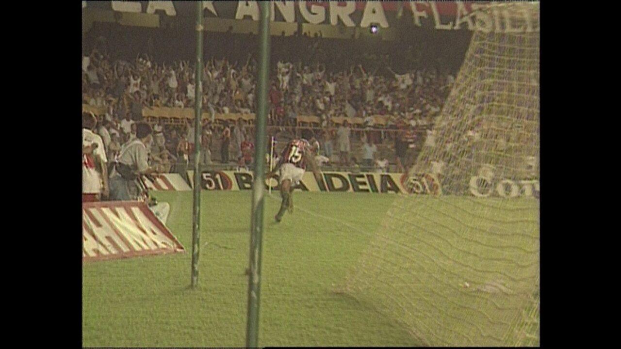Em 1995, Fluminense vence o Flamengo por 4 a 3 no Campeonato Carioca