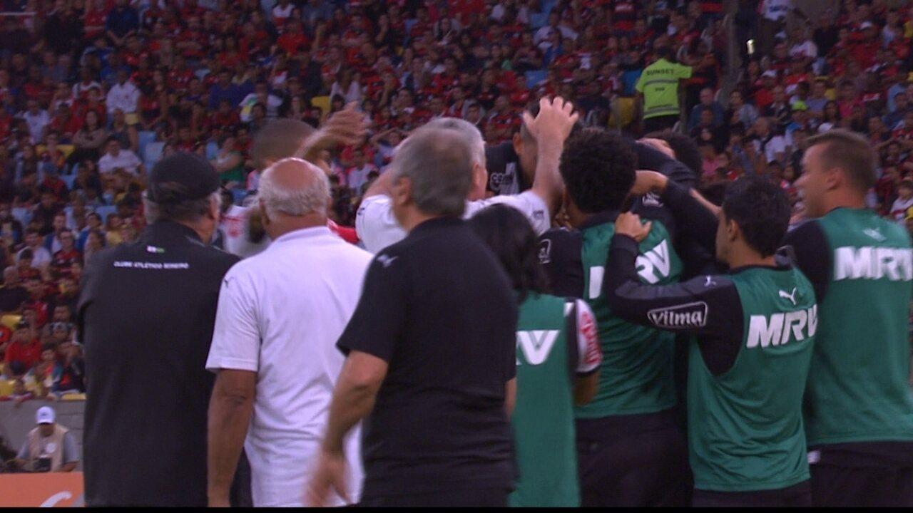 Gol do Atlético-MG! Lucas Pratto recebe, ajeita e chuta colocado, aos 40' do 1º Tempo