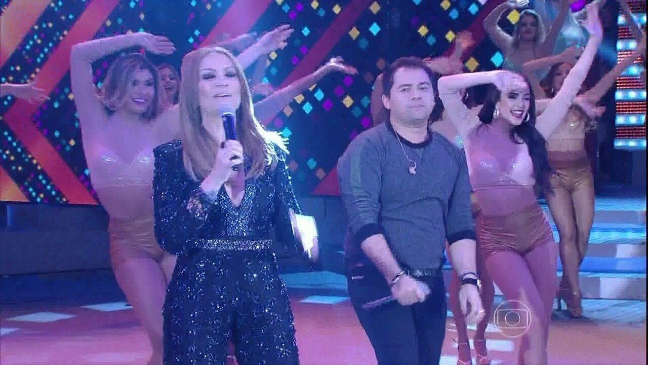 Aviões do Forró interpreta a canção 'Lei da Vida'