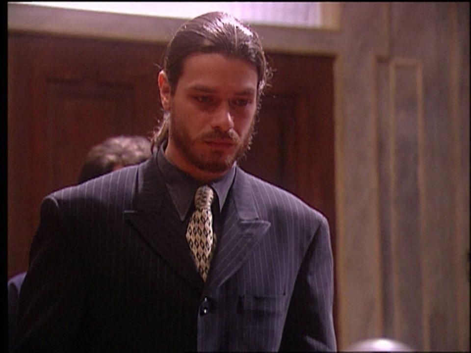 O Rei do Gado - capítulo de sexta-feira, dia 31/07/15, na íntegra - Marcos chega ao tribunal para o seu julgamento