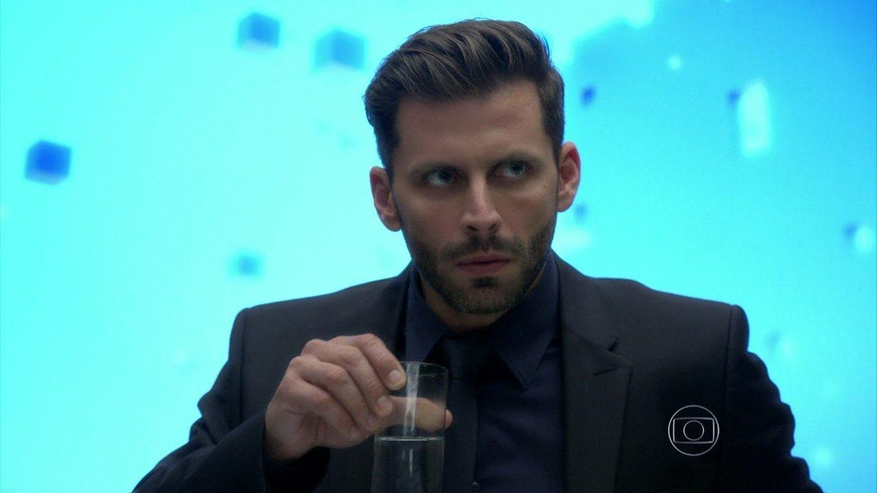 I Love Paraisópolis - Capítulo de sábado, dia 01/08/15, na íntegra - Gabo fica furioso com atestado de que Izabelita não foi afetada pela doença