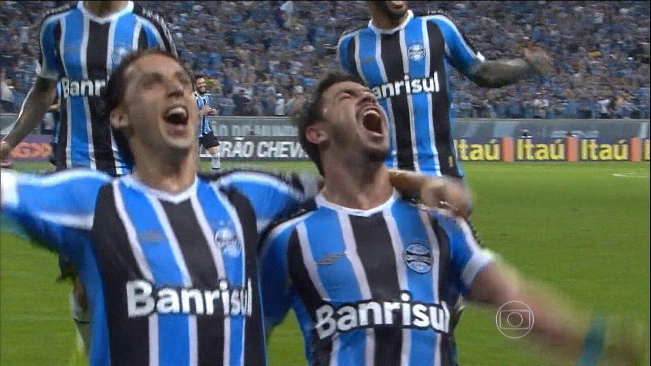 Grêmio dá olé e goleia o Internacional na Arena