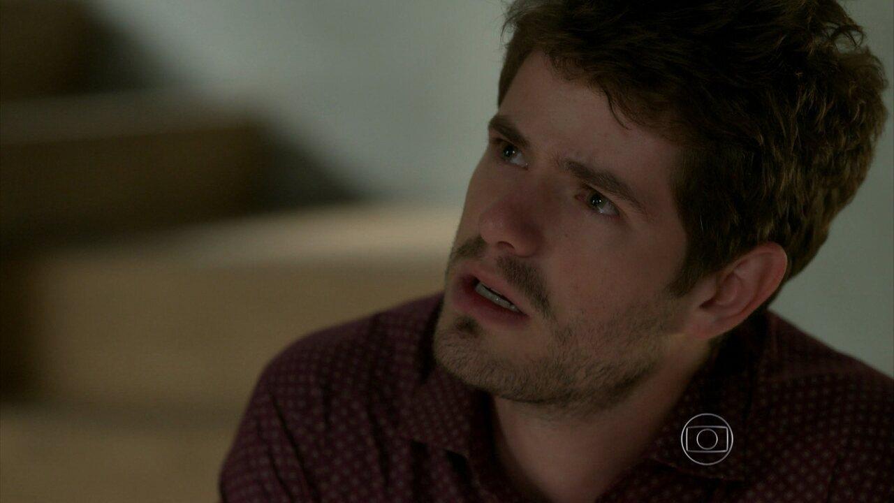 I love Paraisópolis - capítulo de quarta-feira, dia 26/08/15, na íntegra - Benjamin fica indignado ao saber que Grego foi ao hospital com Margot