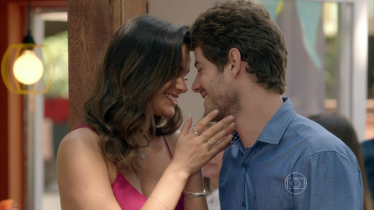 I Love Paraisópolis - capítulo de terça-feira, dia 01/09/15, na íntegra - Izabelita joga as cinzas do marido no mar