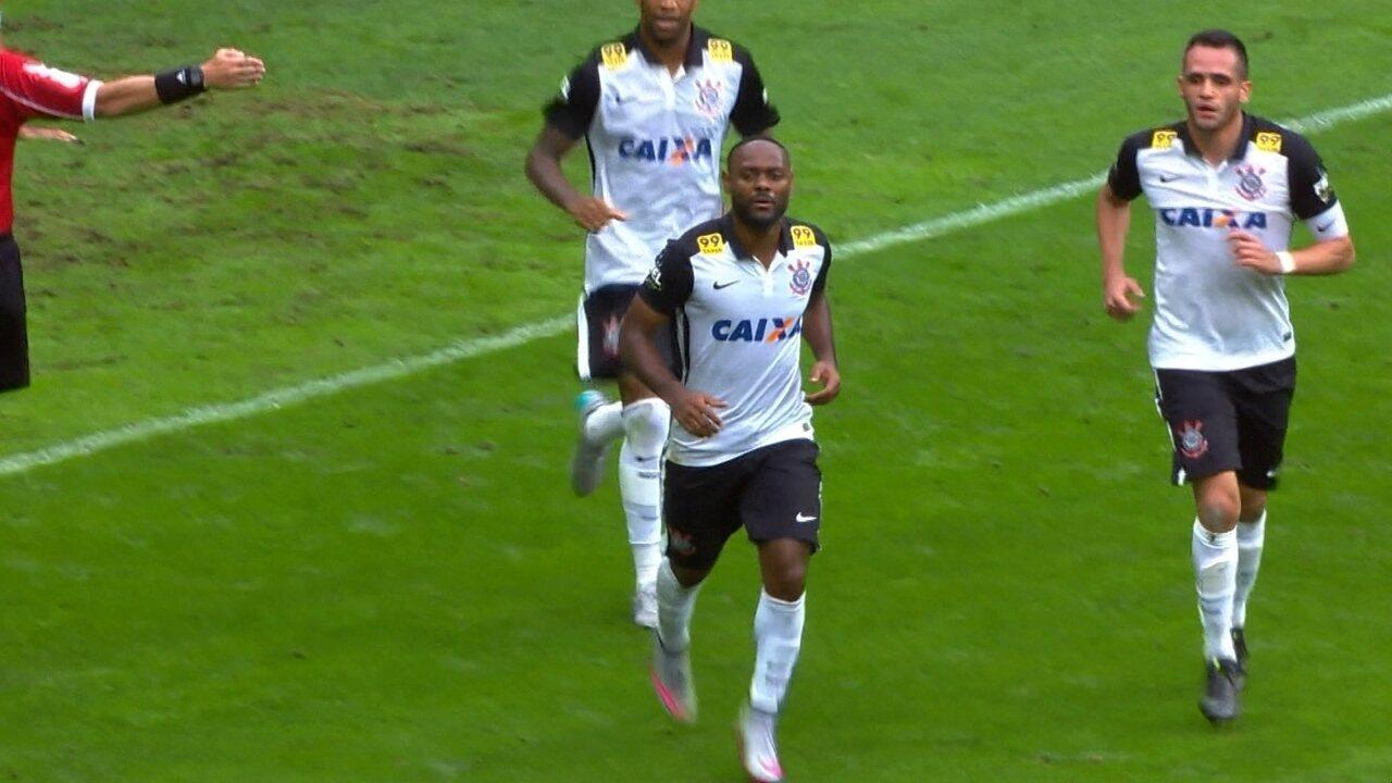 Gol do Corinthians! Fernando Prass dá rebote e Vagner Love marca aos 37' do 1º Tempo