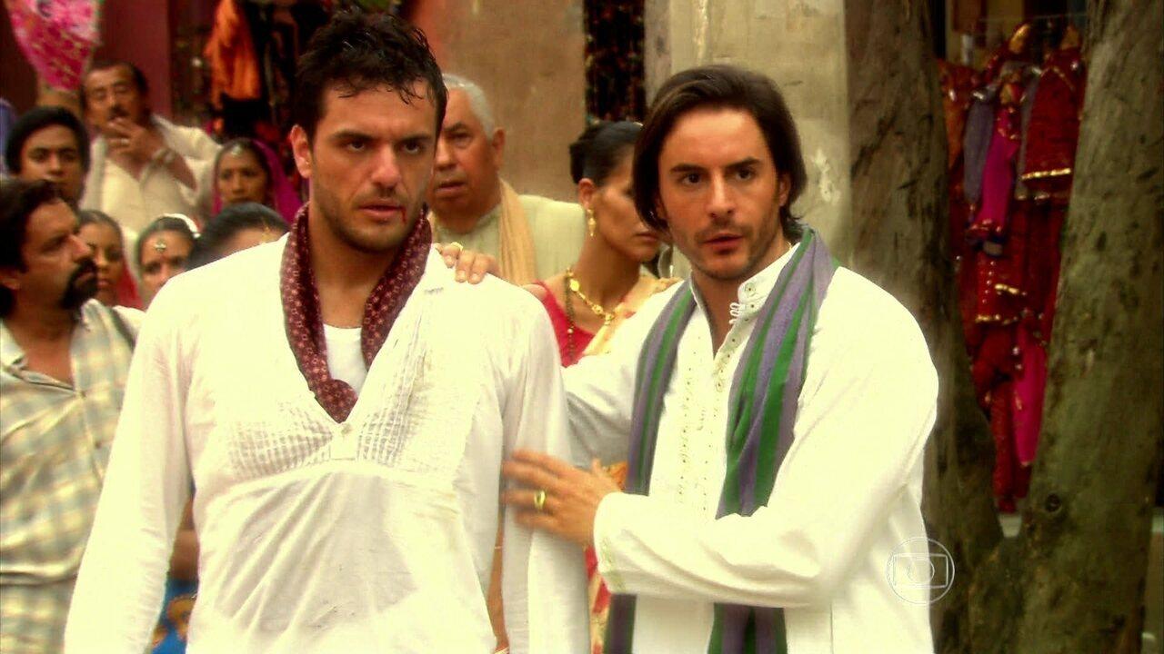 Caminho das Índias - capítulo de quinta-feira, dia 08/10/15, na íntegra - Bahuan e Raj brigam no meio da rua