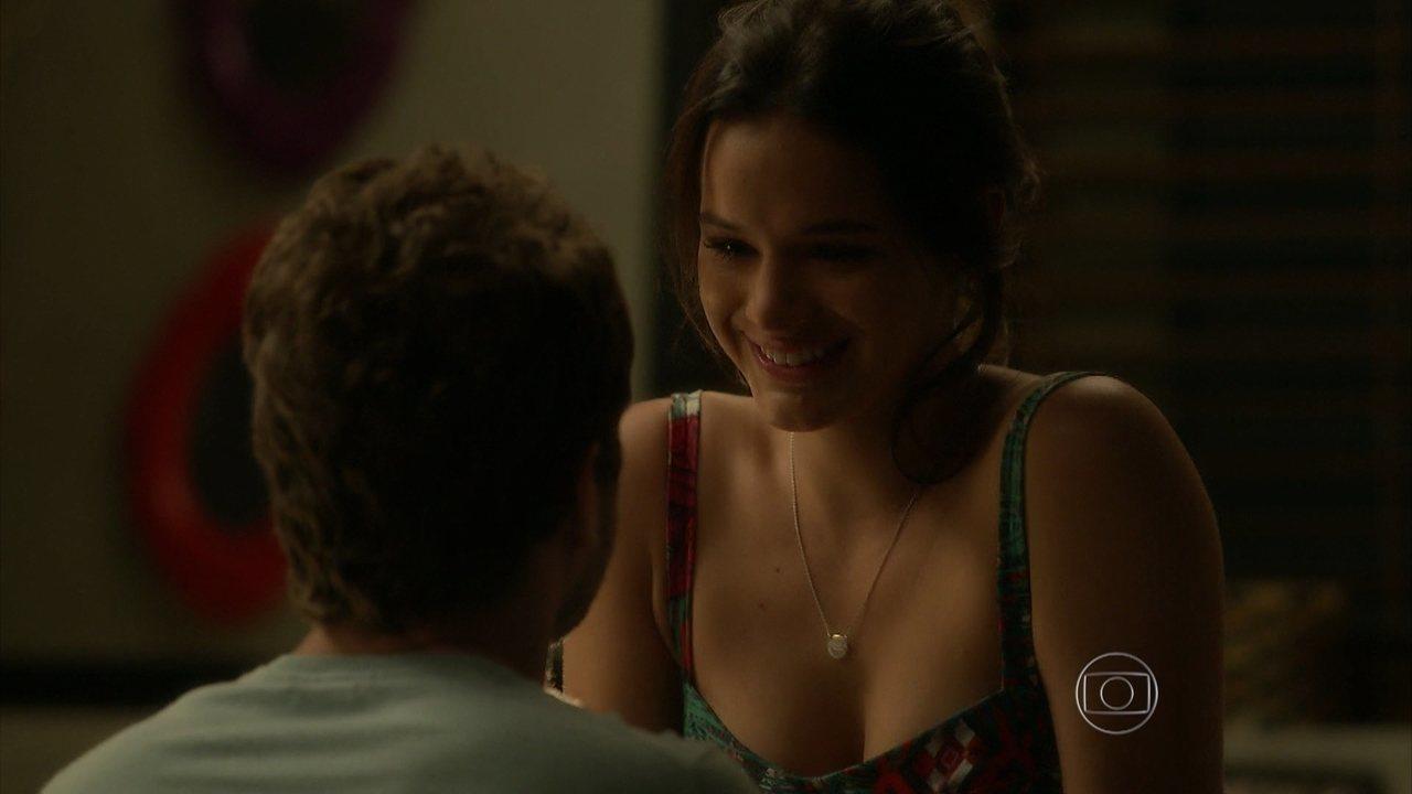 I Love Paraisópolis - capítulo de quarta-feira, dia 28/10/15, na íntegra - Mari conta a Benjamin que está grávida