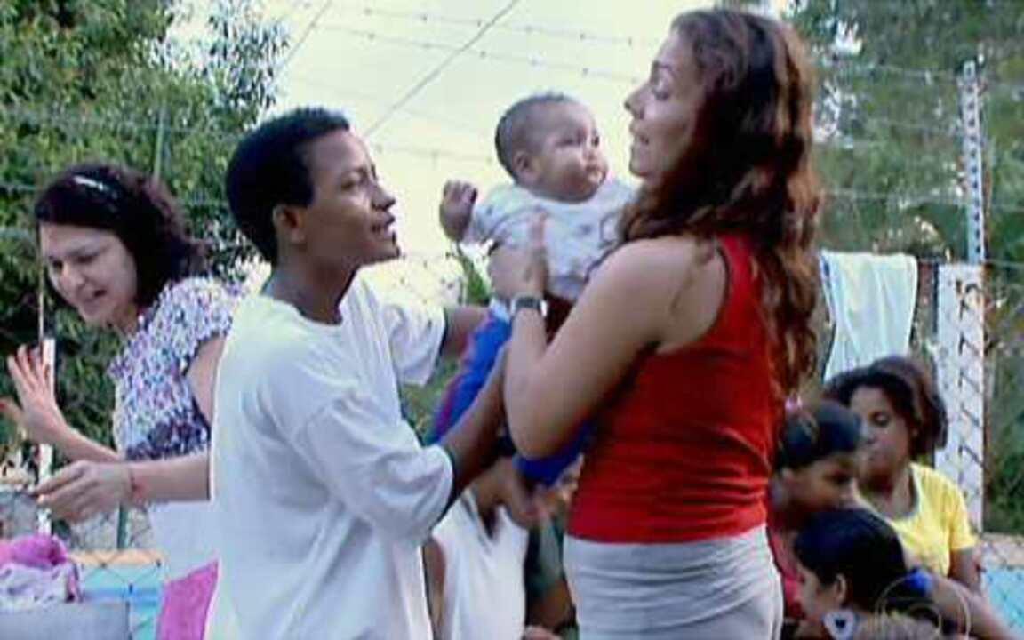 Lua Nova - Raquel Barros é fundadora da comunidade Lua Nova, uma instituição que ajuda jovens mães em risco a construirem uma nova história de vida. Elas chegam ao local encaminhadas pelos conselhos tutelares.
