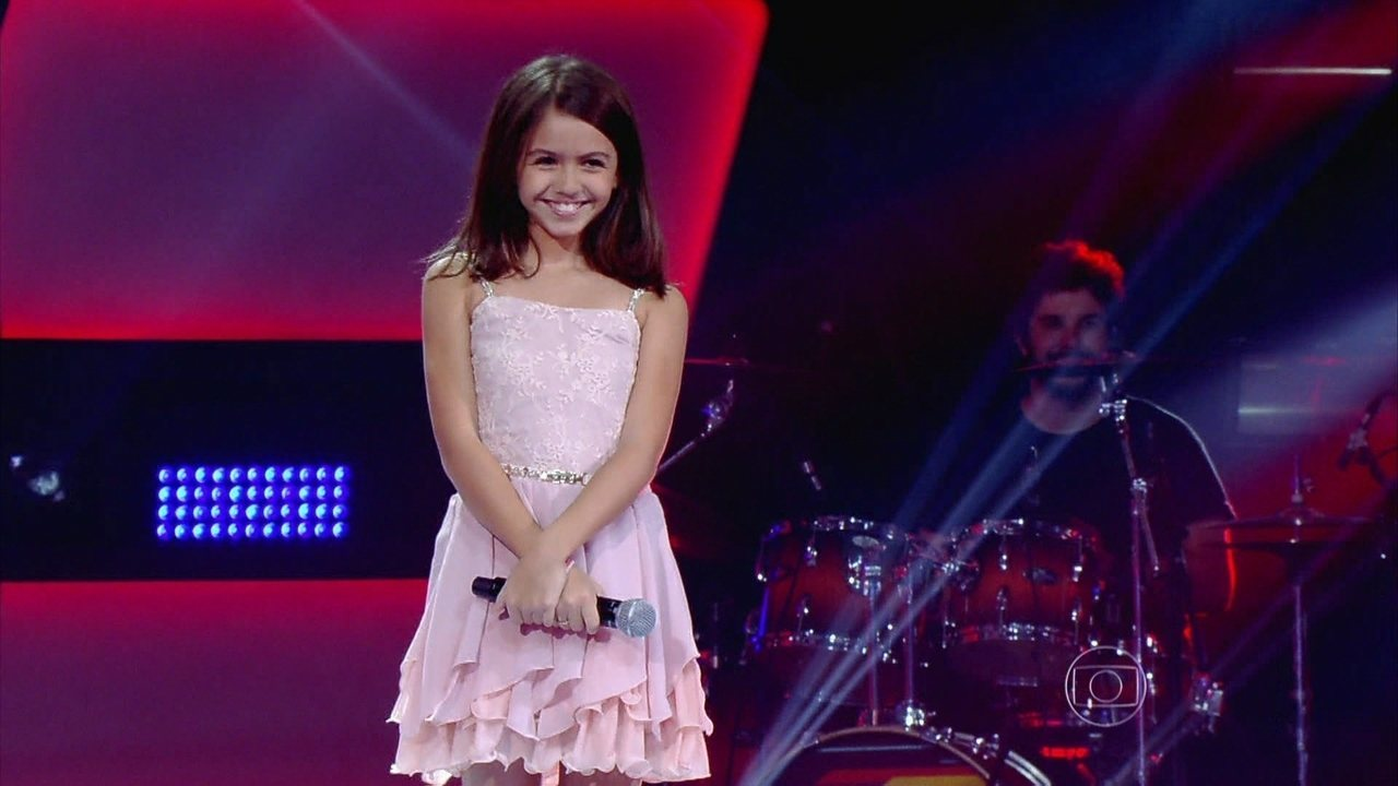 Larissa canta 'Almost is never enough' na Audição do The Voice Kids