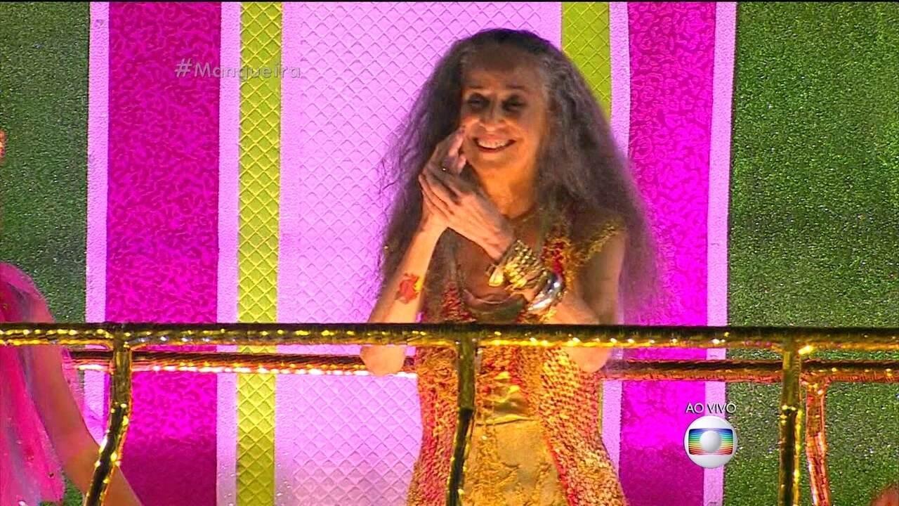 Mangueira desfila na Sapucaí no Carnaval 2016 no RJ com enredo em homenagem a Bethânia