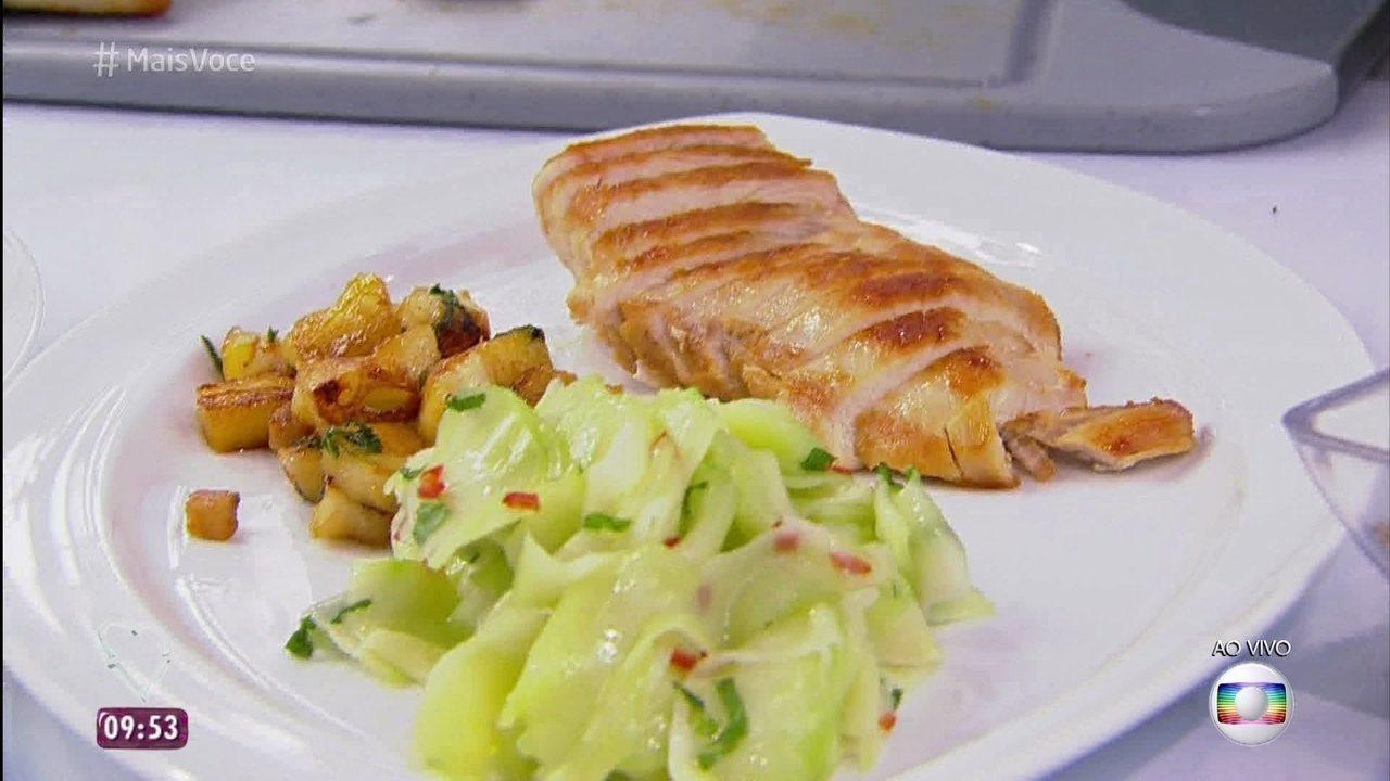 Frango Grelhado com Salada de Chuchu