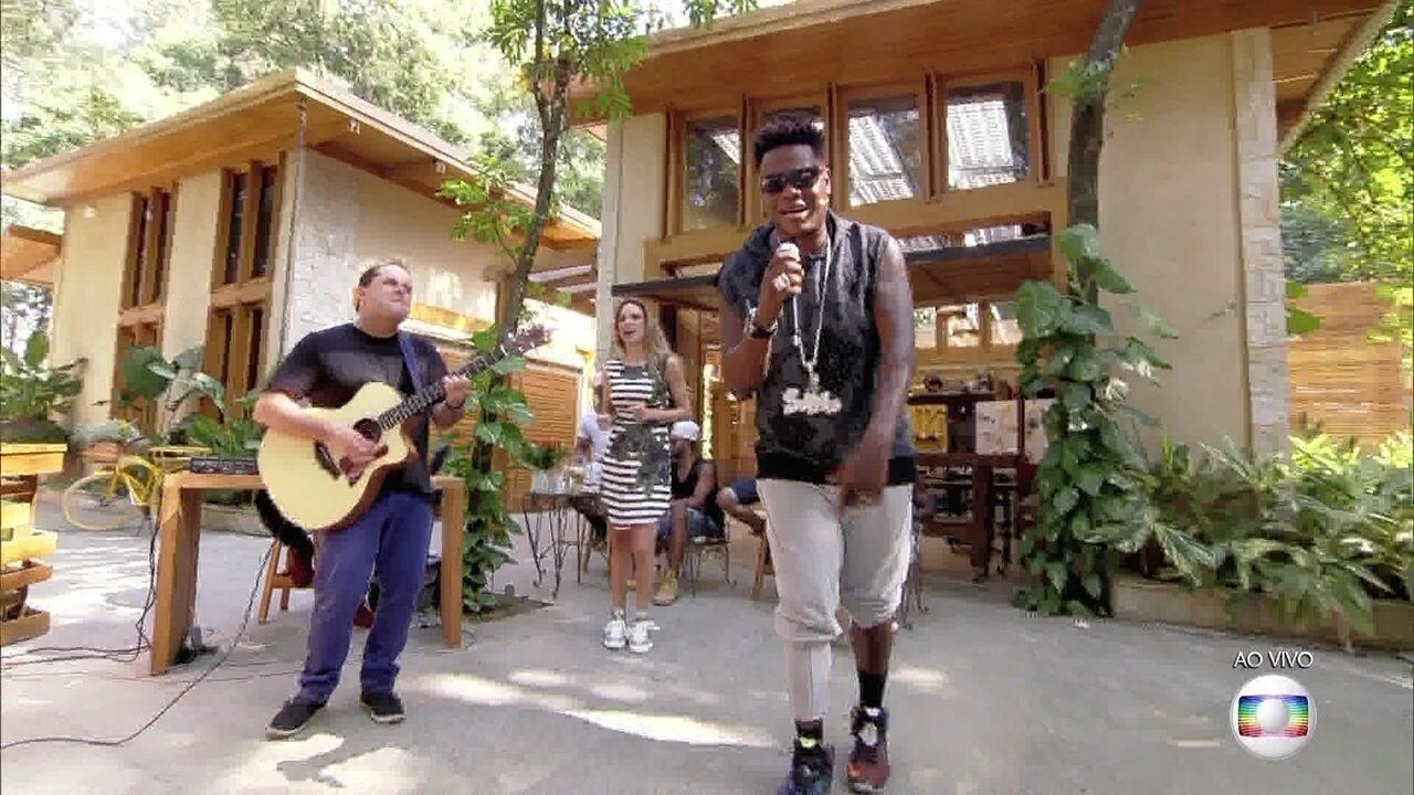 MC Sapão canta sucesso de Wando
