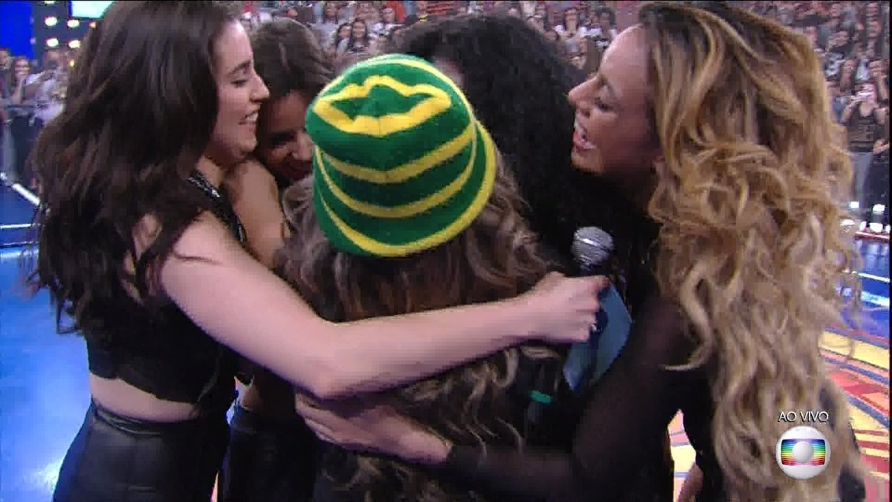 Fã se emociona ao conhecer Fifth Harmony