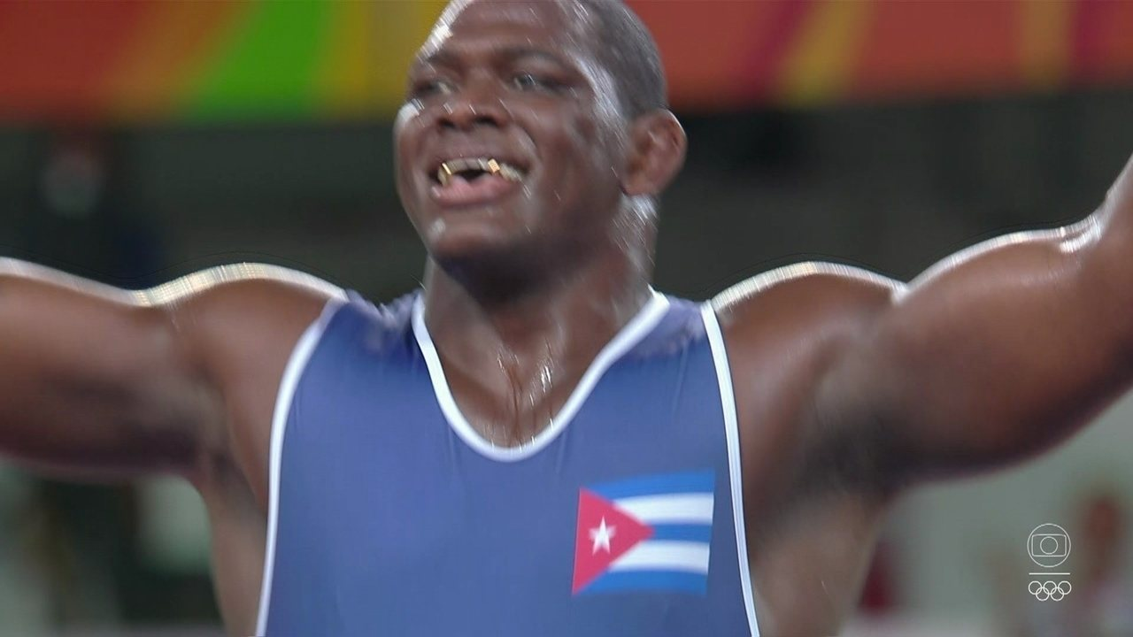 Mijaín López vence Rıza Kayaalp e se torna tricampeão olímpico na luta greco-romana