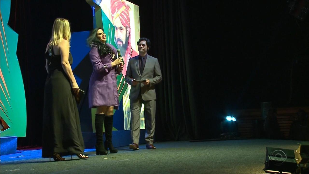 José Mojica Marins, o Zé do Caixão, é homenageado no Festival de Cinema de Gramado