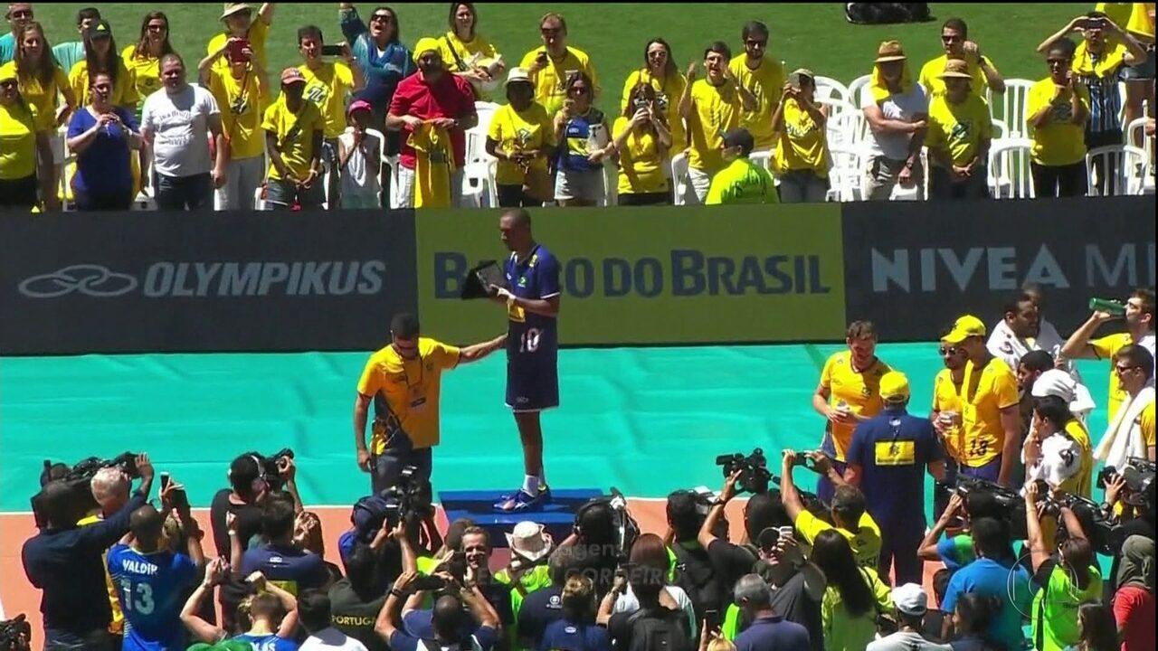 Serginho se despede da Seleção de vôlei com mais de 40 mil pessoas no Mané Garrincha