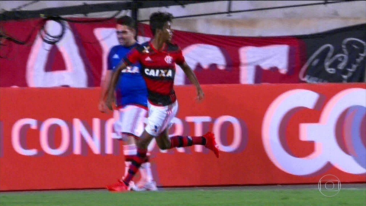 Flamengo vence a Ponte Preta por 2 a 1 pelo Brasileirão