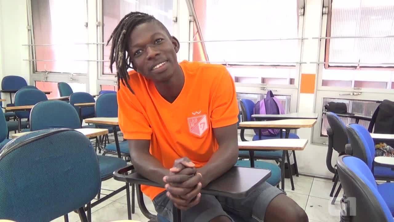 Modelo haitiano se muda para SP por vaga em medicina via Enem