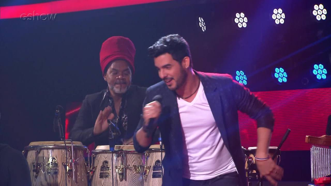 Carlinhos Brown toca com Alexey Martinez no palco do 'The Voice Brasil'
