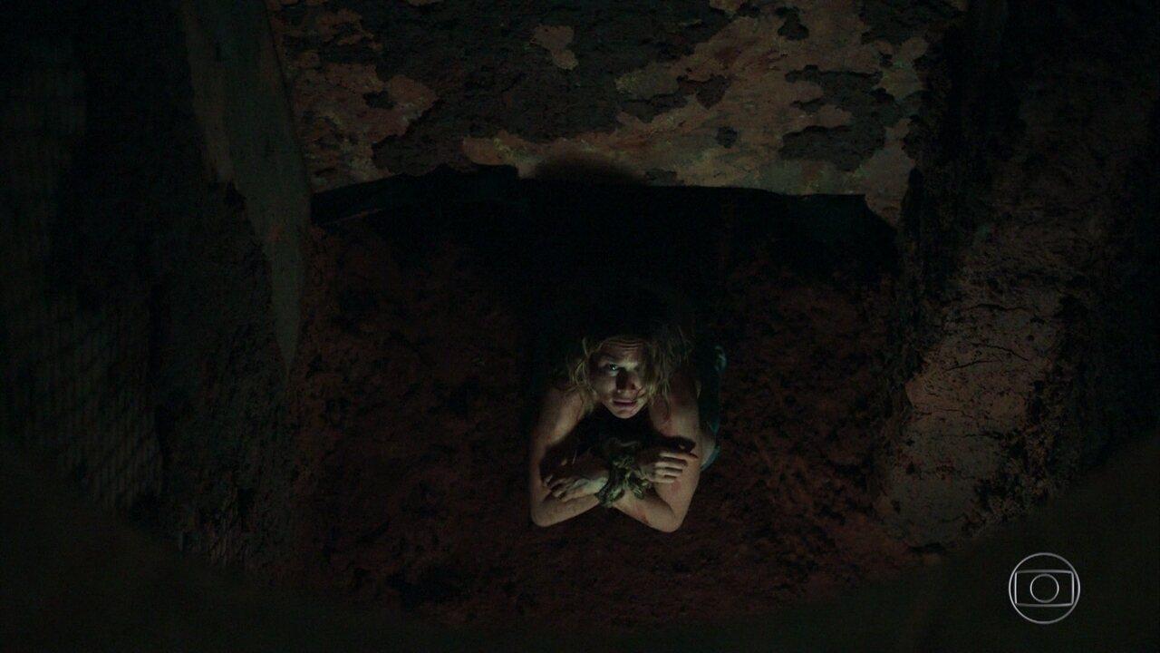 Bruna é capturada e aparece na mira de armas