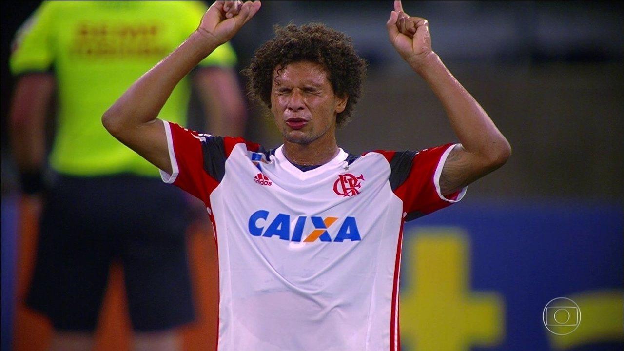 Flamengo vence o América-MG, que vai para a Série B em 2016