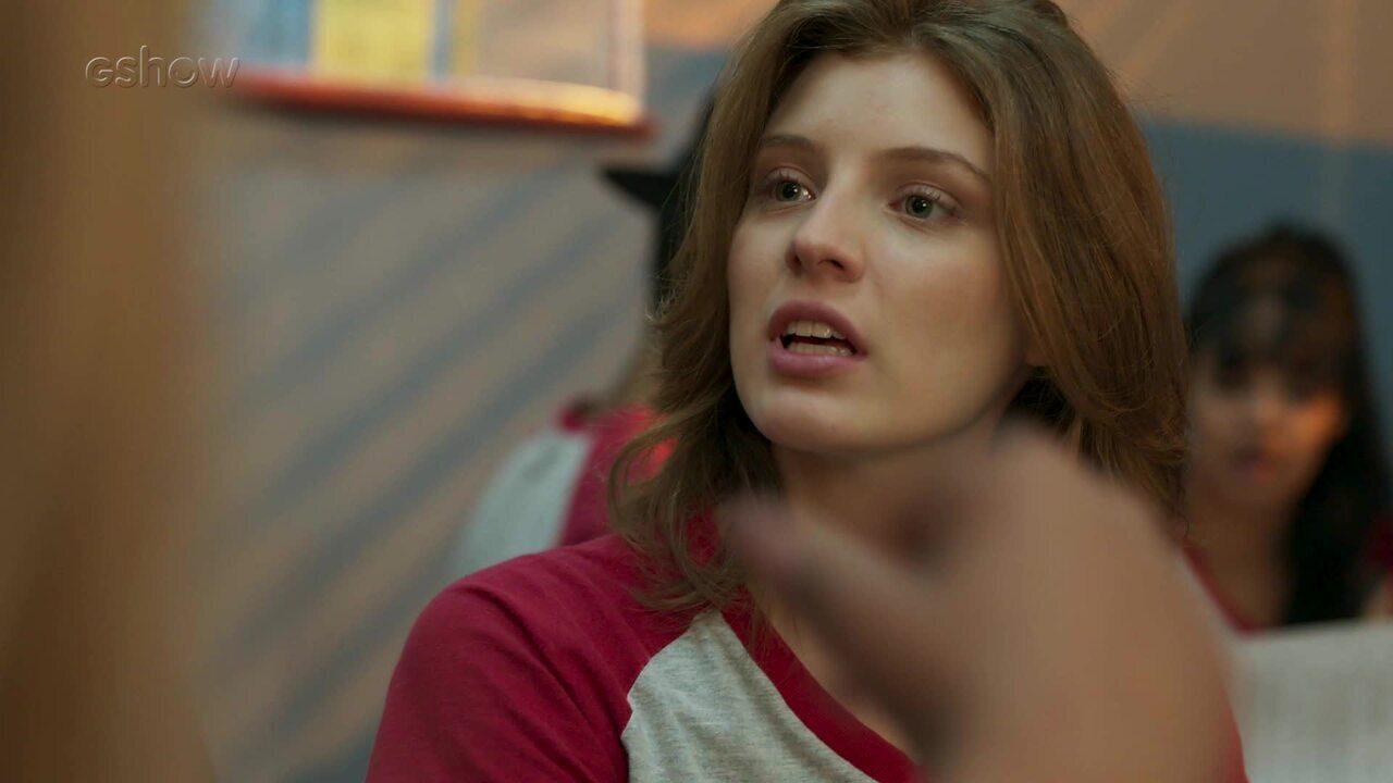 Teaser Malhação - 18/11: Bárbara revela que Virgínia e Carmem se conheceram