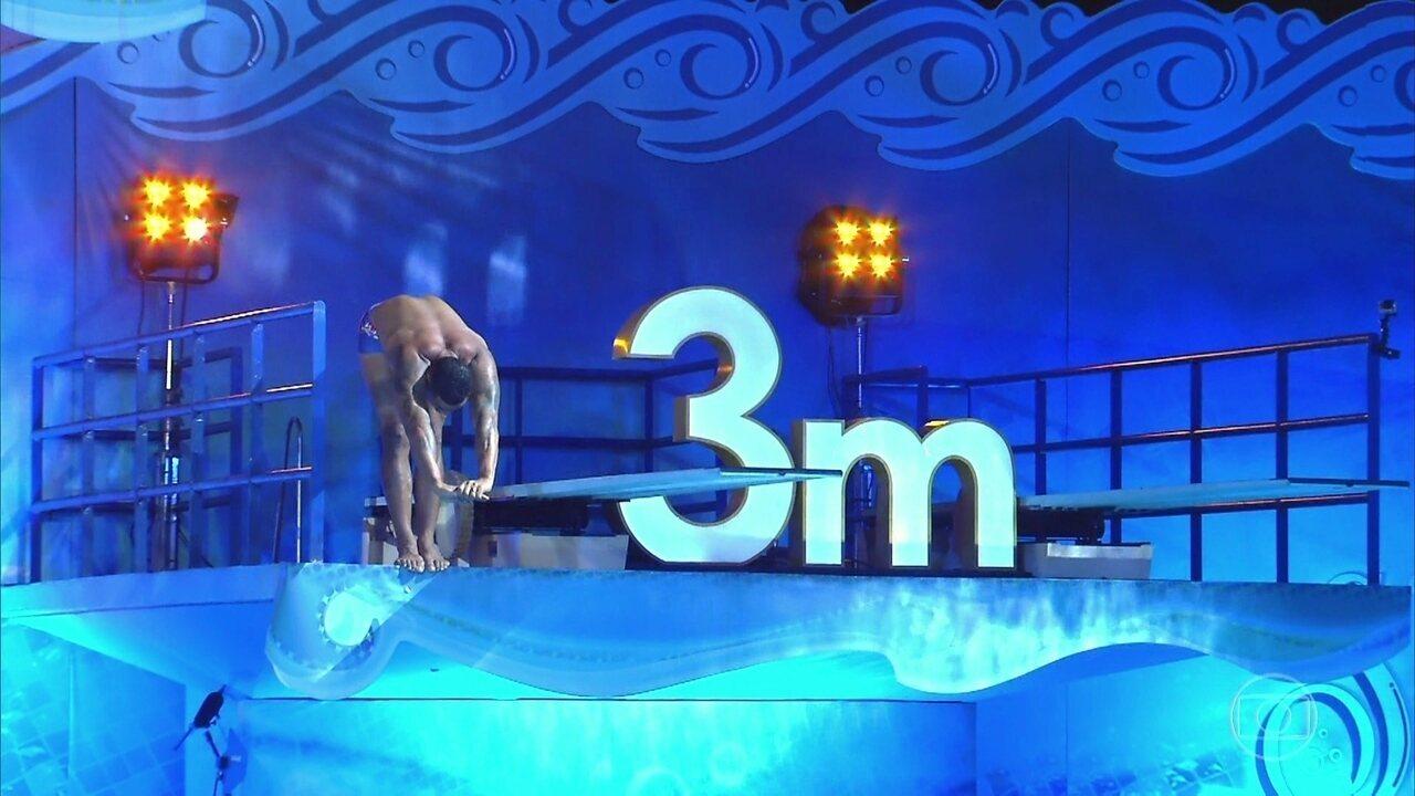 Naldo faz seu salto da plataforma de 3m
