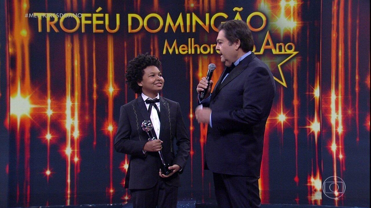 JP Rufino recebe o prêmio de Melhor Ator Mirim de 2016