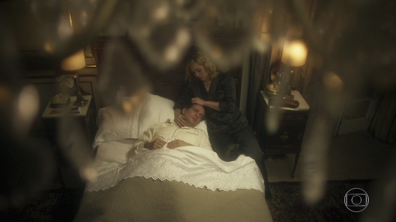 Julia e Otaviano relembram momentos de Beatriz