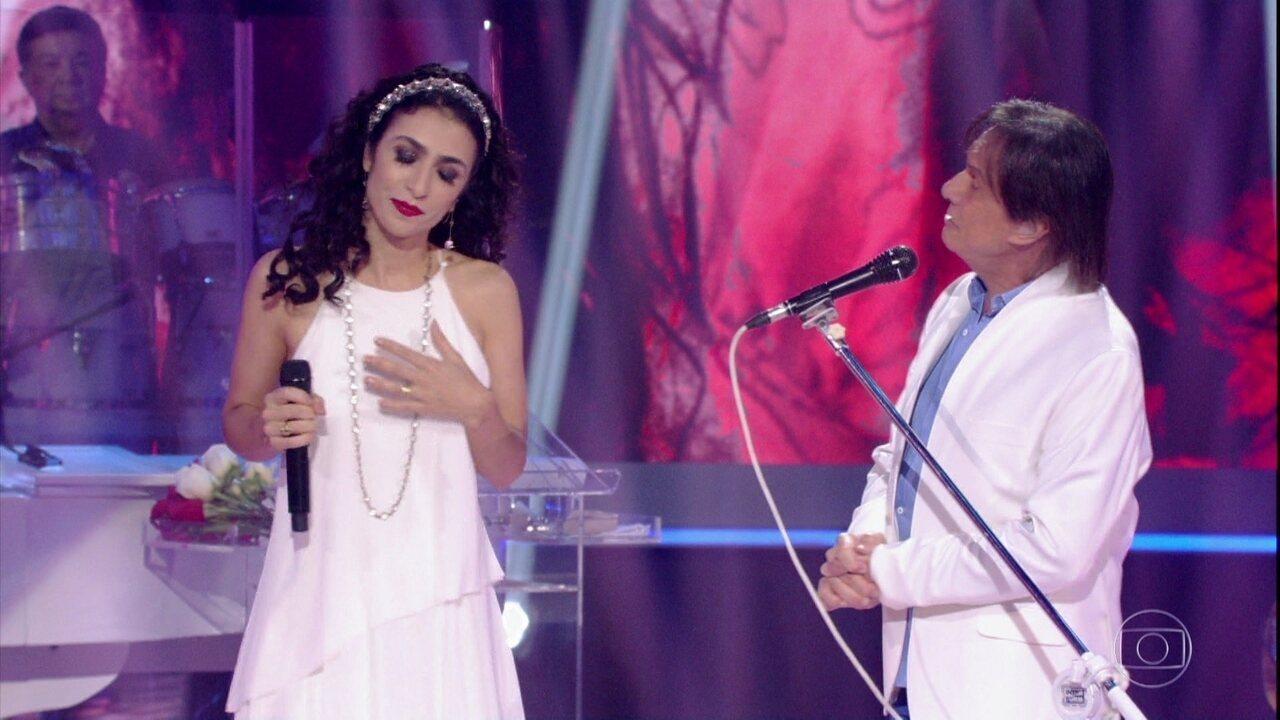Roberto Carlos canta a música 'De que Vale Tudo Isso' com Marisa Monte