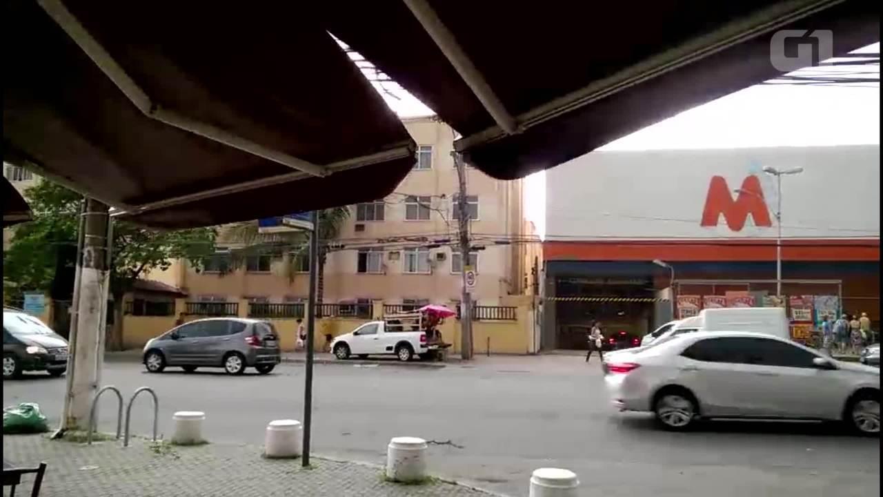 Ventania e chuva provocam transtornos na Estrada de Jacarepaguá
