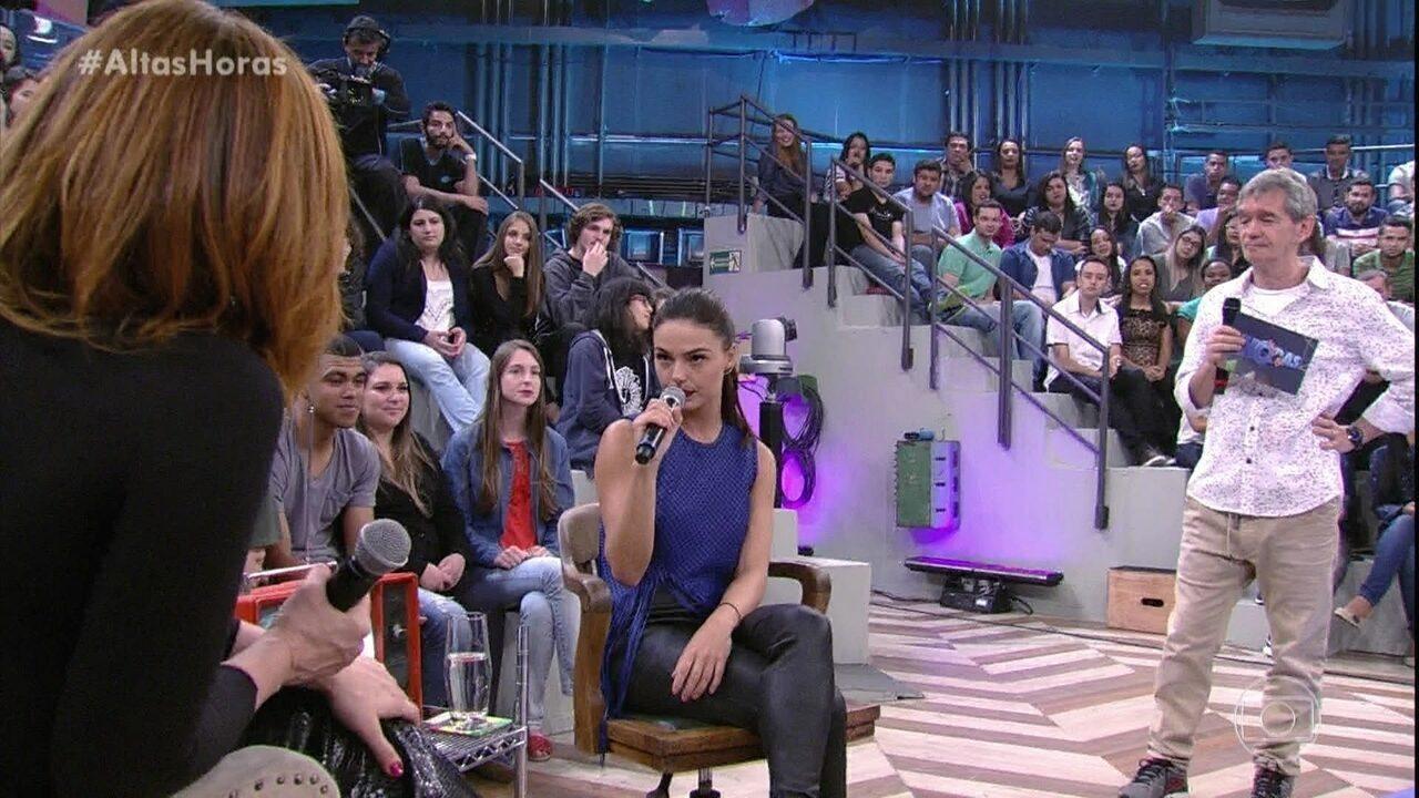 Isis Valverde e Cláudia Raia relembram primeiro beijo