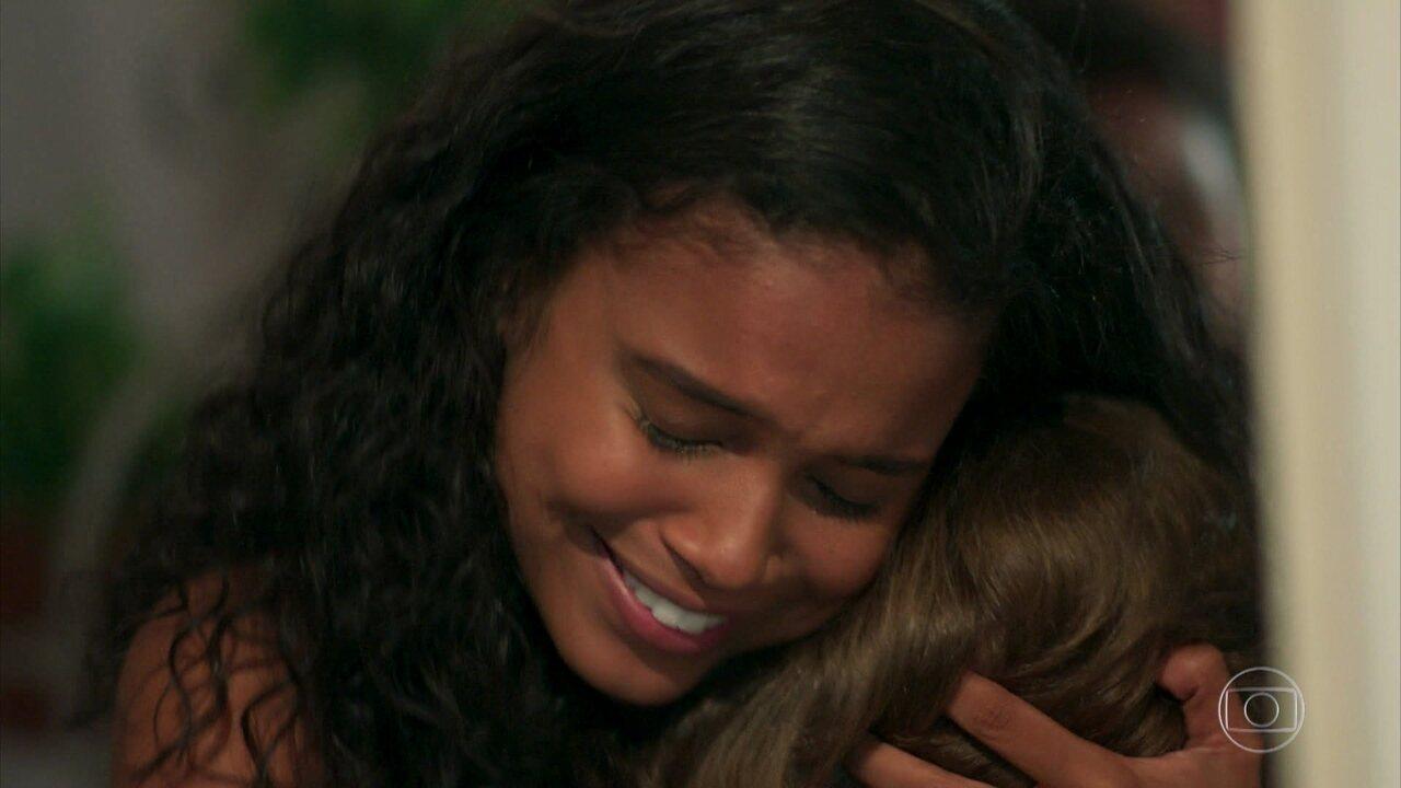Damiana e Sula chegam à casa de Tânia