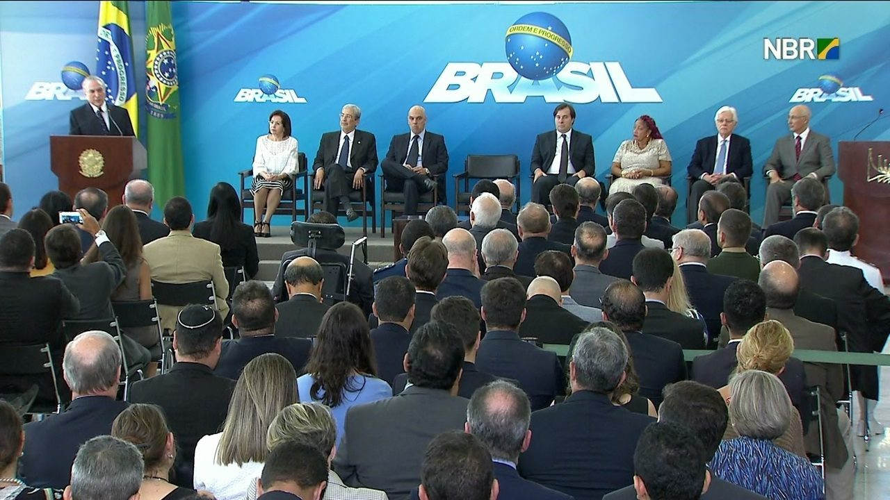 Michel Temer dá posse a três novos ministros do governo